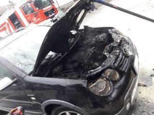 Fahrzeugbrand im Dorfzentrum von Marling